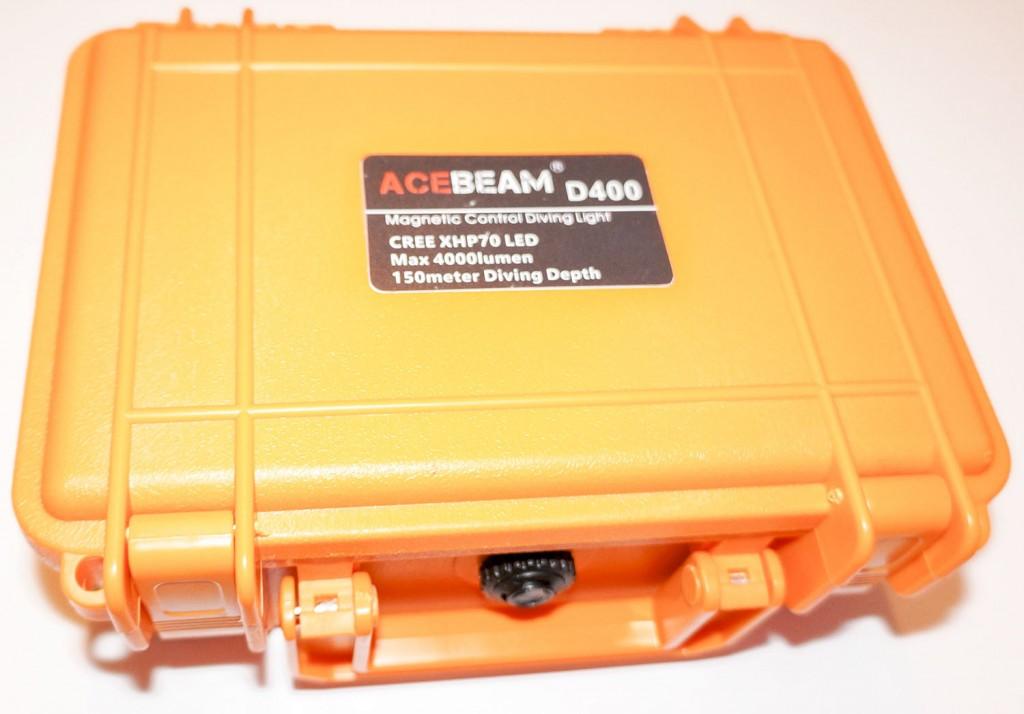 Чемодан из яркого пластика для хранения подводного фонаря Acebeam D400