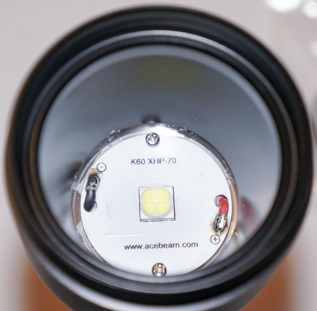 Способ закрепления светодиода у мощного подводного фонаря Acebeam D400