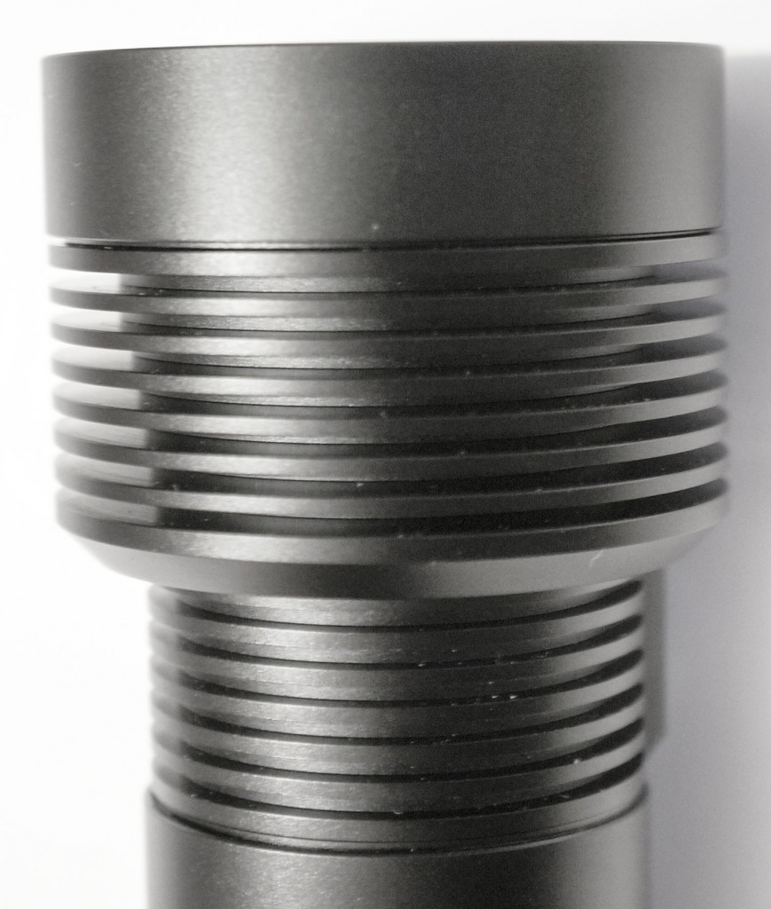Радиатор на головной части подводного фонаря Acebeam D400