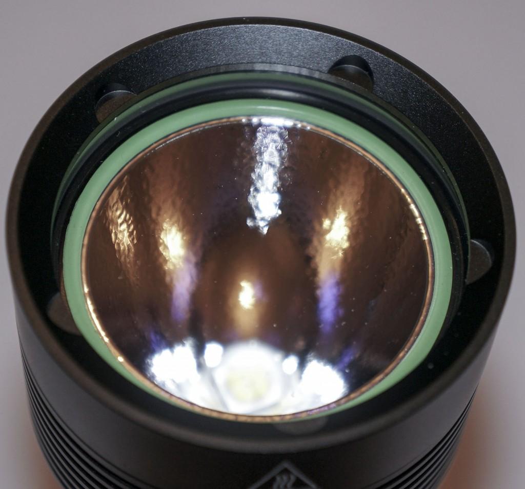 Толстое защитное стекло подводного фонаря Acebeam D400
