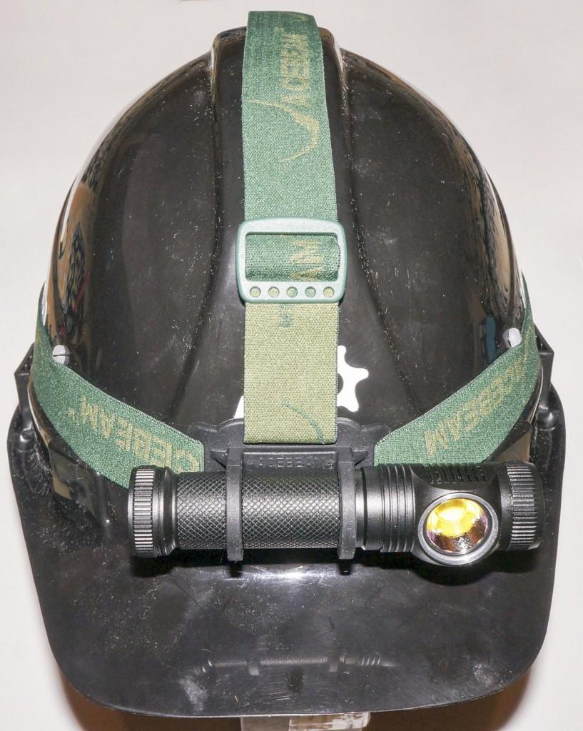 Крепление наголовного фонаря Acebeam H10 на каску