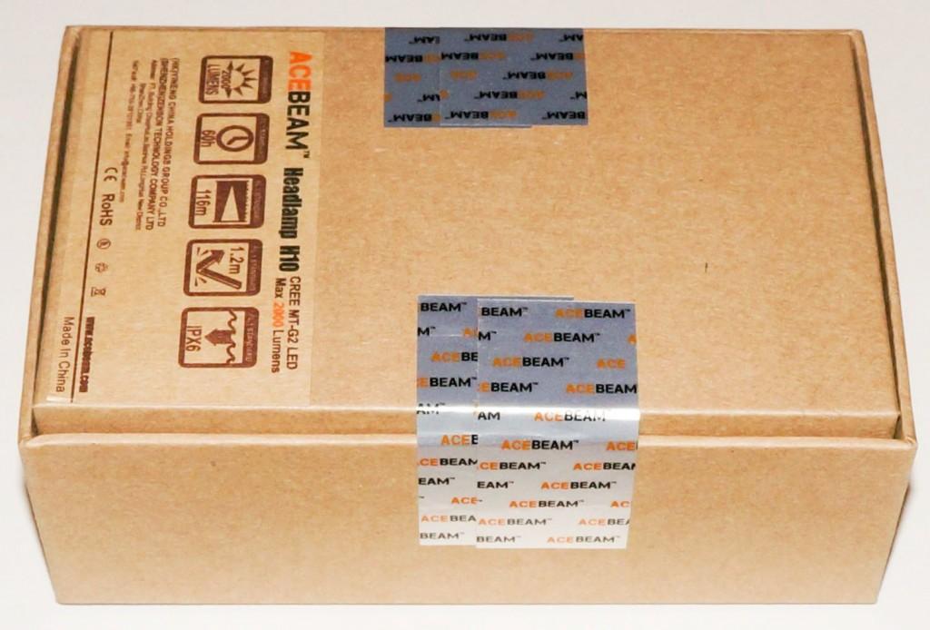 Коробка фонаря Acebeam H10 заклеена фирменными наклейками
