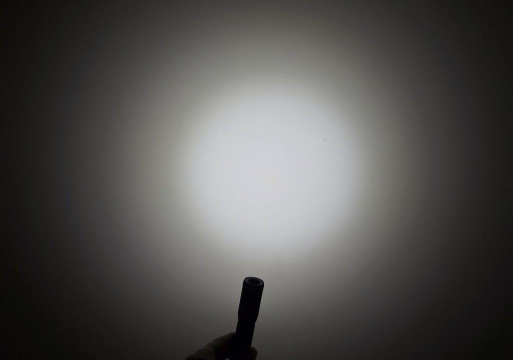Вариант тестового света налобного фонаря Acebeam H10