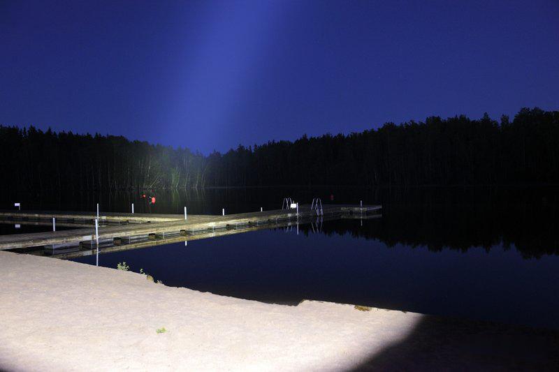 Свет фонаря Acebeam K60 на дистанции 300 метров