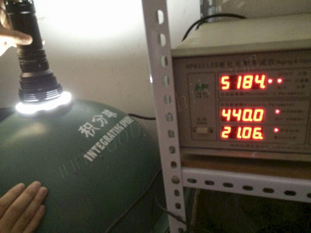 Тестирование уровня максимальной яркости фонаря Acebeam K60 при помощи спектрометра