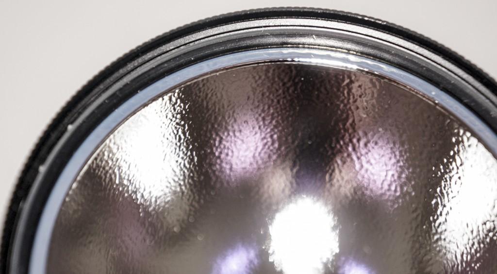 Уплотнительное кольцо защищает фонарь Acebeam K60 от влаги