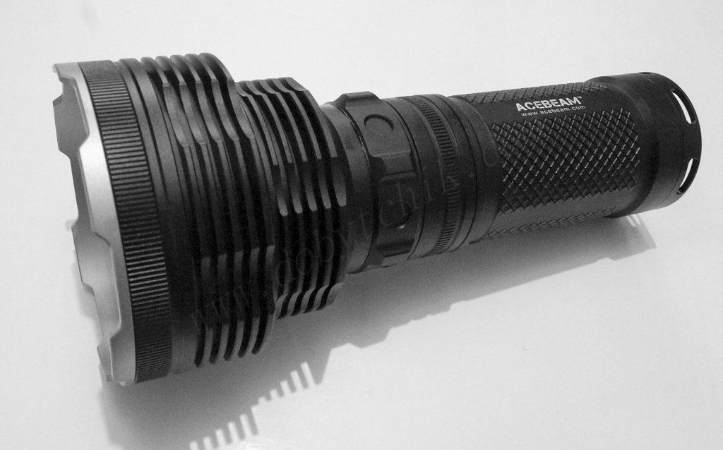 Поисковый дальнобойный фонарь Acebeam K70 в черном металлическом корпусе