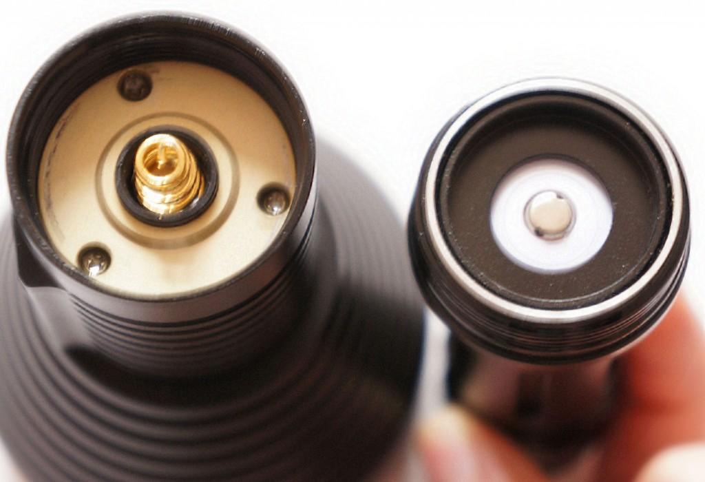 Головная часть тактического фонарика Acebeam T20 с пружинным контактом и аккумуляторным блоком