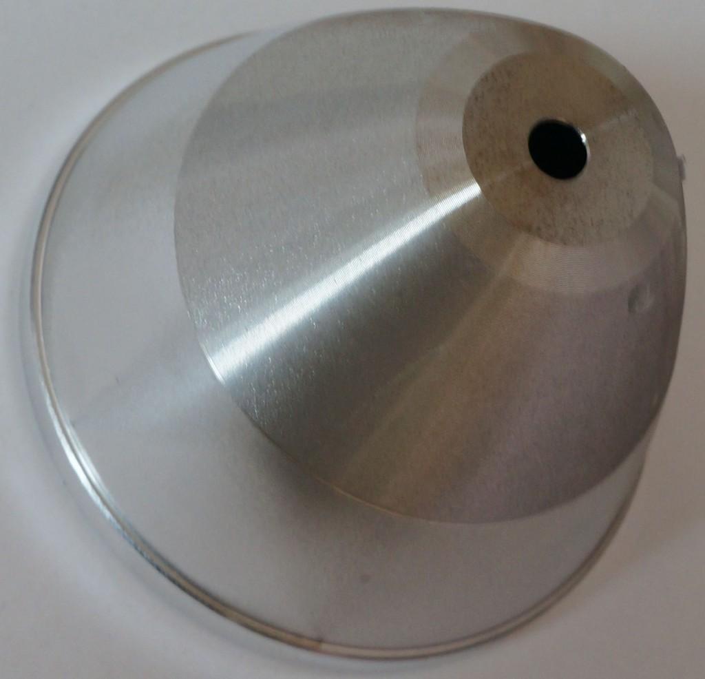 Отражатель из алюминия для лучшего отвода тепла и дальнего света без потерь фонаря Acebeam T20