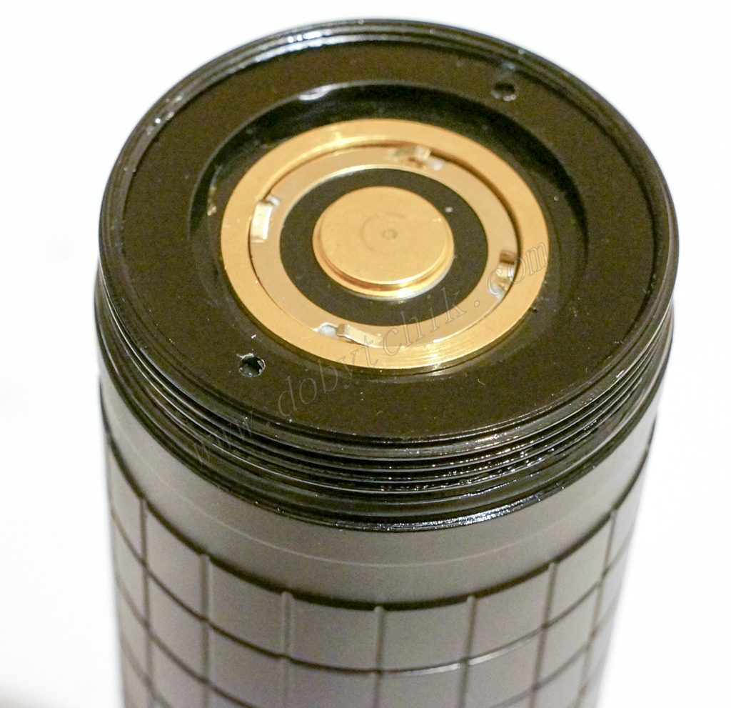 Контакт в корпусе мощного фонаря Acebeam X65