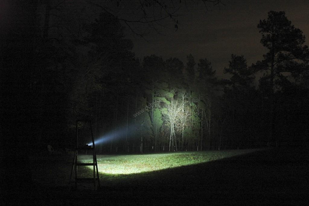 Свет подствольного фонаря Armytek Dobermann Pro