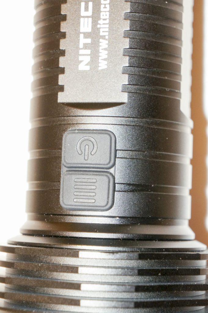 Кнопки управления фонарем-поисковиком Nitecore TM16GT