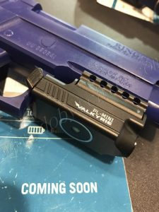 Миниатюрный пистолетный фонарь Olight PL-Mini Walkyrie