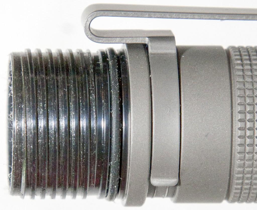 Резьба и уплотнительное кольцо фонаря Olight S30Ti Baton