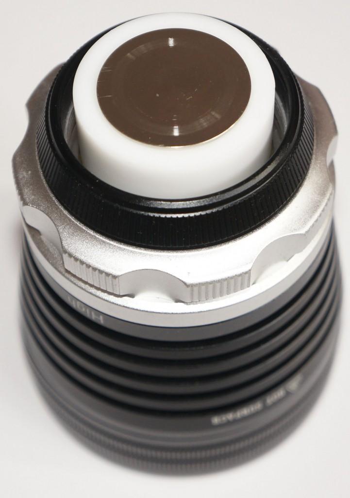 Высокое качество изготовления контакта в головной части подводного фонаря Xtar D35