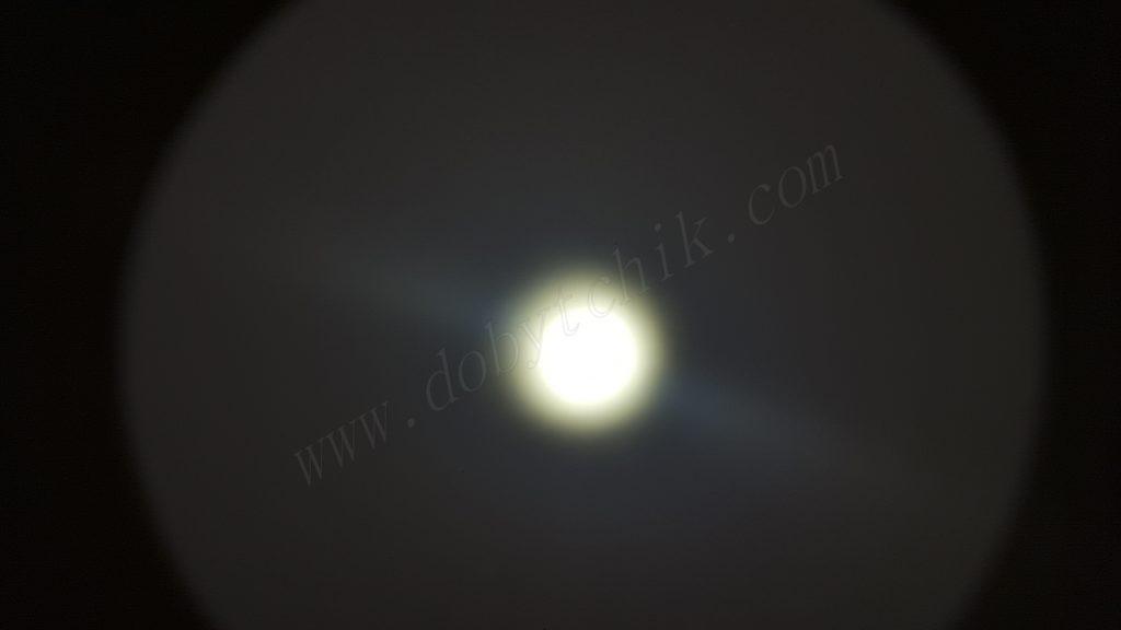 Тест света дальнобойного фонаря Olight M3XS-UT на стене