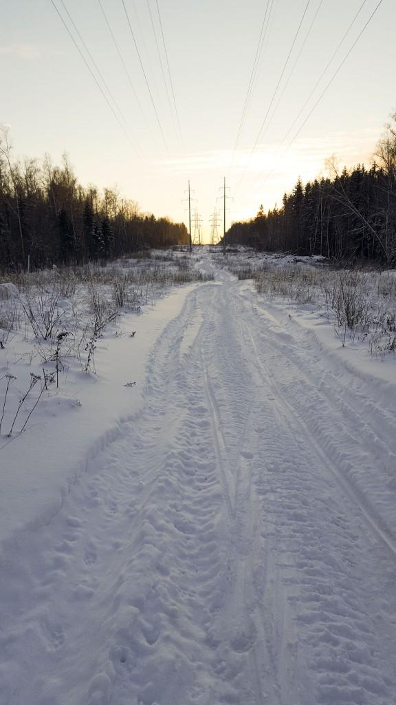 Широкая трасса для катания на беговых лыжах