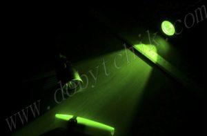 Свет зеленого фонаря с светофильтром