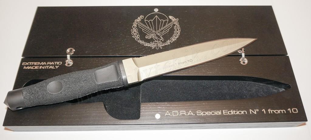 Логотип отряда специального назначения на шкатулке ножа Extrema Ratio ADRA Operativo Gold Limited