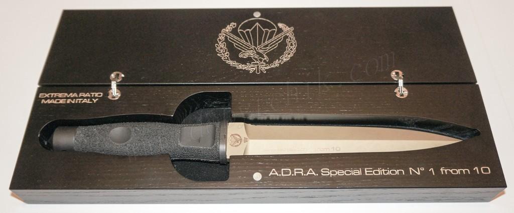 Кинжал ограниченной серии Extrema Ratio ADRA Operativo Gold Limited в коллекционной упаковке