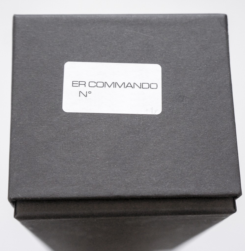 Маркировка на торце картонной коробки для ножа Extrema Ratio E.R. Commando